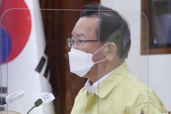 현행 거리두기·5인 모임 금지 3주 다시 연장